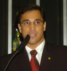 Todo sábado o prefeito responde perguntas dos eleitores na rádio. Crédito: http://portalnoticiasbrasil.blogspot.com