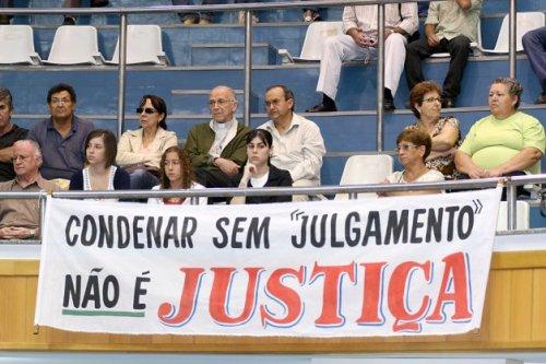 Arcebispo Dom Albano e familiares de Rodrigo Gouvêa em sessão da Câmara. Crédito: Câmara Municipal de Londrina